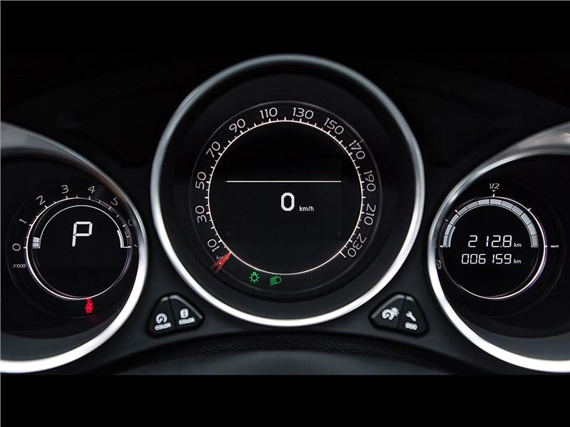 Citroen DS4 2012 приборная панель
