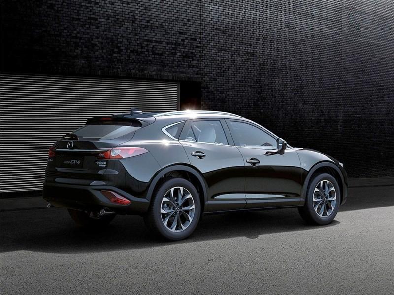 Mazda CX-4 2017 вид сзади