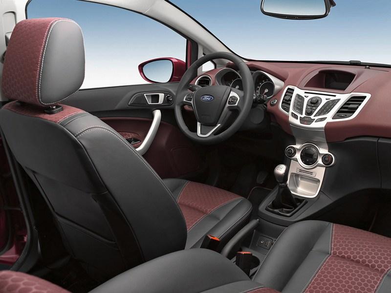 Ford Fiesta 2008 двухцветный салон фото 1