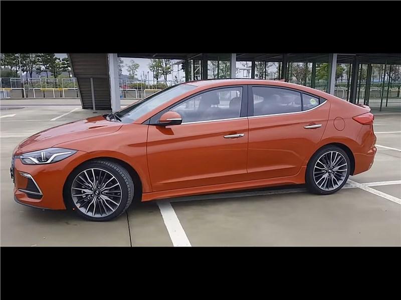 Hyundai Elantra Sport 2017 вид сбоку