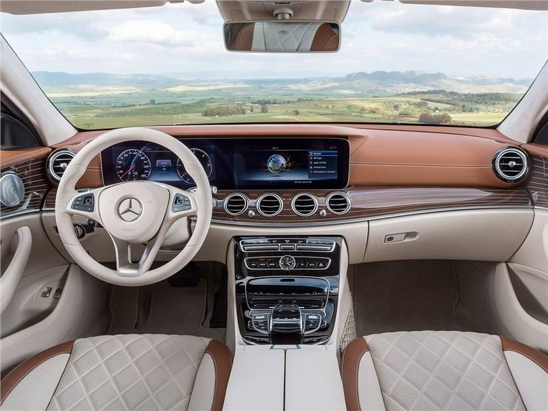 Mercedes-Benz E-Class Estate 2017 салон