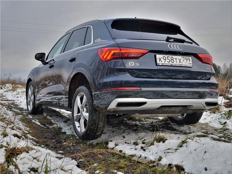 Audi Q3 2019 вид сзади