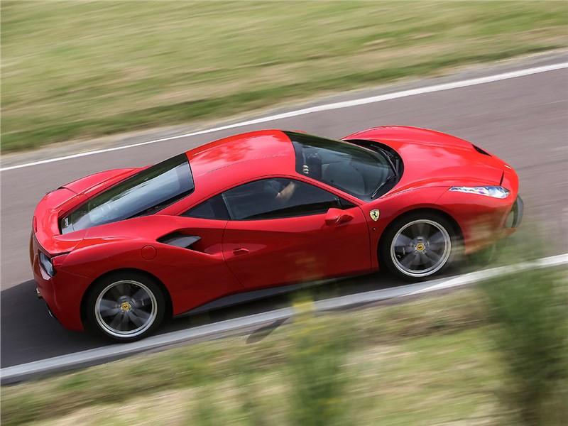 Ferrari 488 GTB 2016 вид сверху