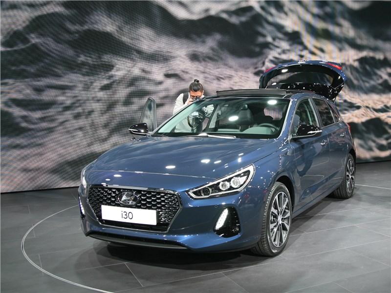 Hyundai i30 2017 вид спереди сбоку