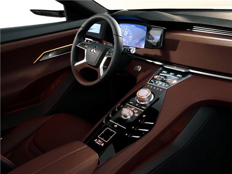 Mitsubishi GT-PHEV concept 2016 салон