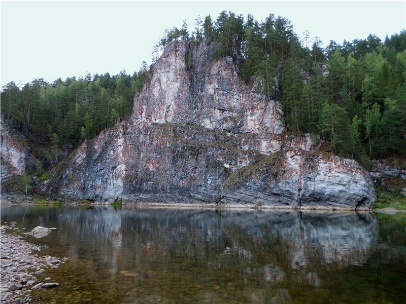 Один из камней-«бойцов» на реке Чусовой