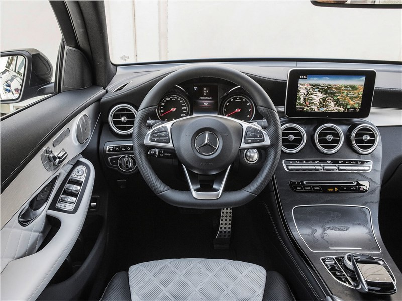 Mercedes-Benz GLC Coupe 2017 салон