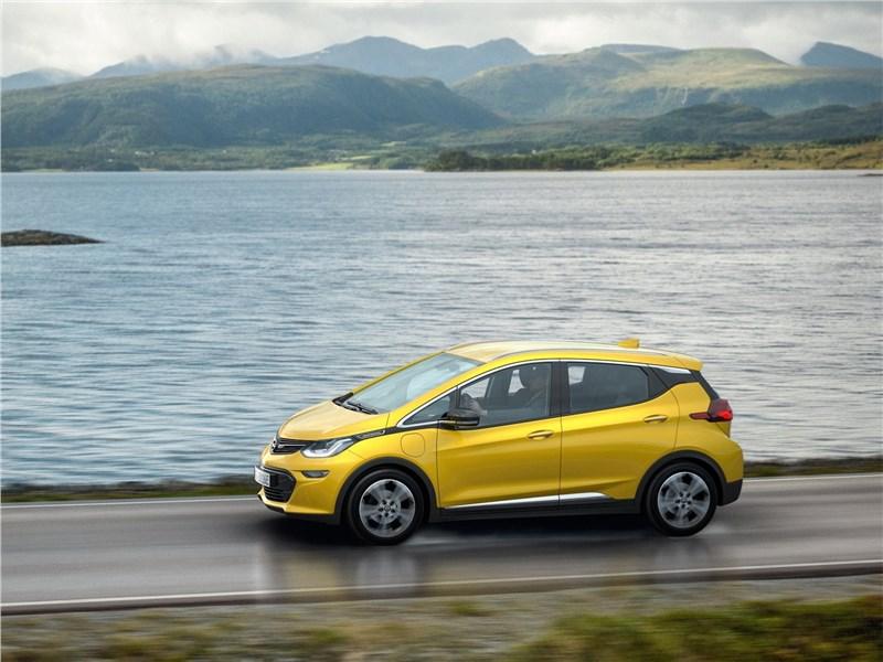 Opel Ampera-e 2017 вид сбоку