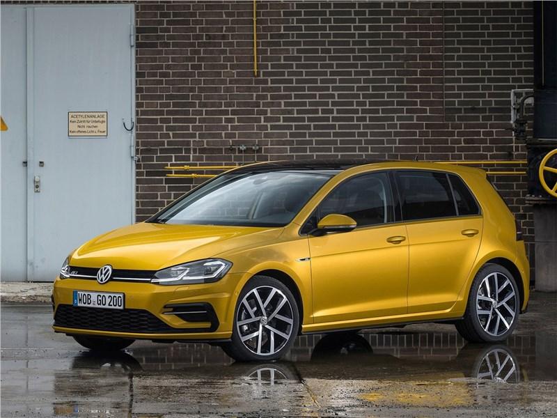Volkswagen Golf 2017 вид спереди сбоку