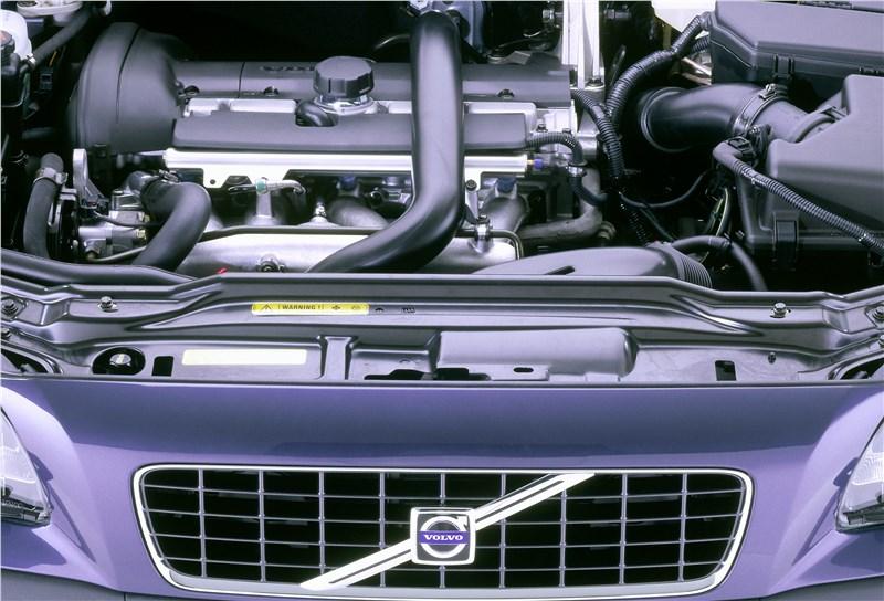 Volvo S60 2001 подкапотное пространство