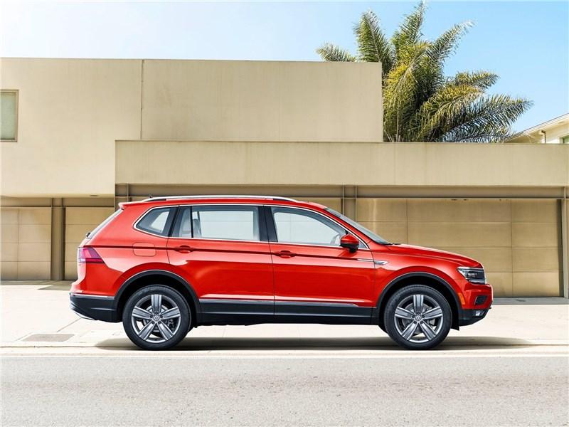 Volkswagen Tiguan Allspace 2018 вид сбоку