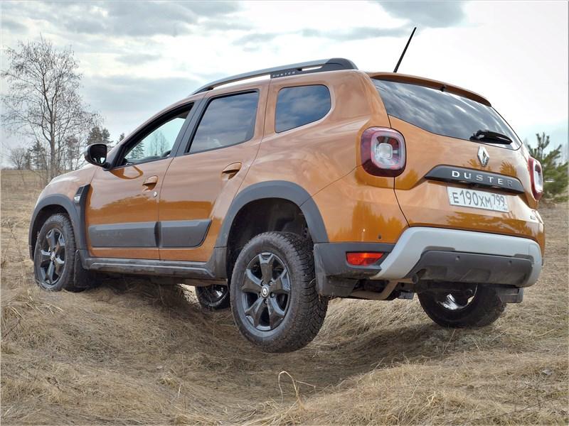 Renault Duster (2021) вид сзади