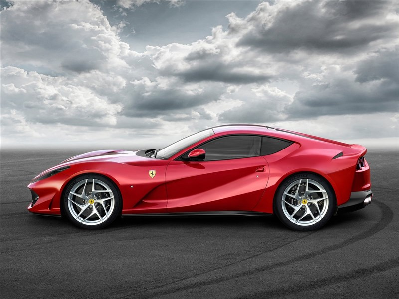 Ferrari 812 Superfast 2018 вид сбоку