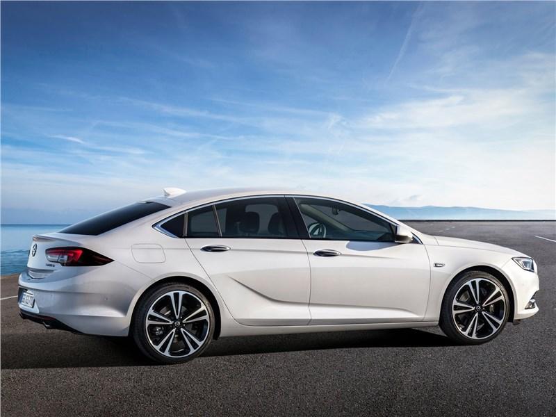 Opel Insignia Grand Sport 2017 вид сбоку