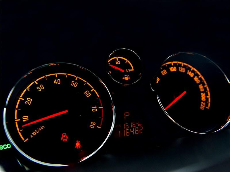 Opel Antara 2011 приборная панель
