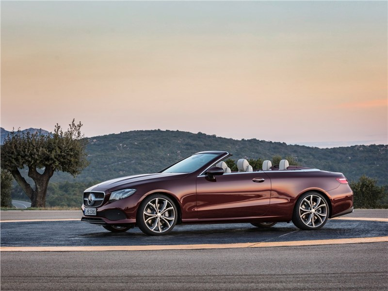 Mercedes-Benz E-Class Cabriolet 2018 вид сбоку