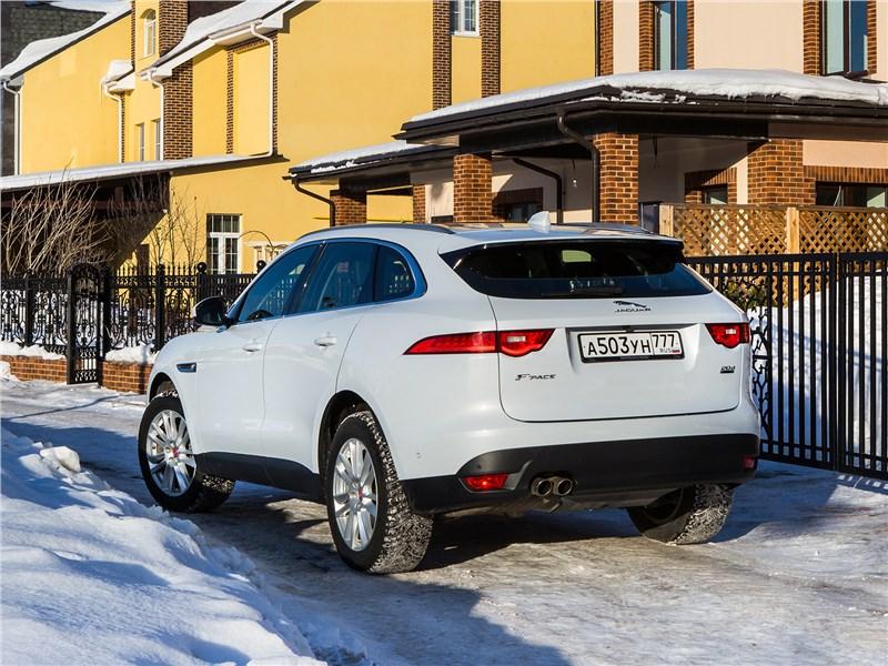 Jaguar F-Pace 2016 вид сзади