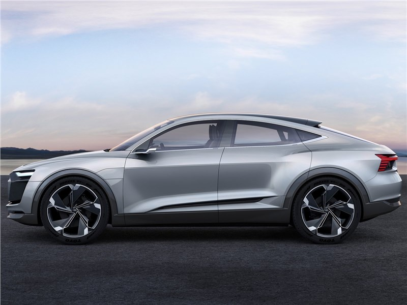 Audi e-tron Sportback Concept 2017 вид сбоку
