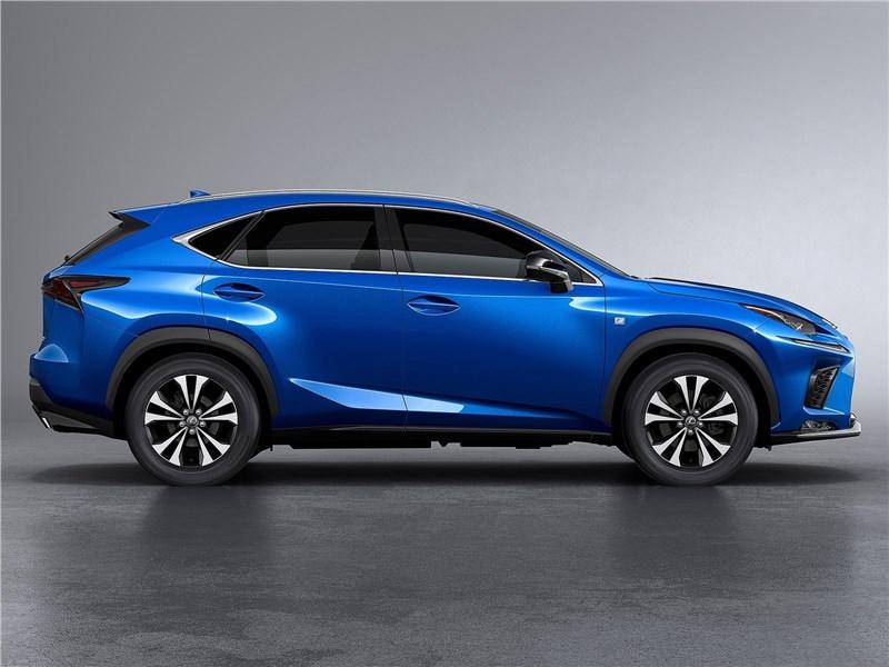 Lexus NX 2018 вид спереди сбоку