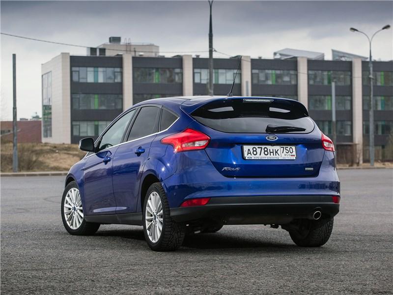 Ford Focus 2014 вид сзади