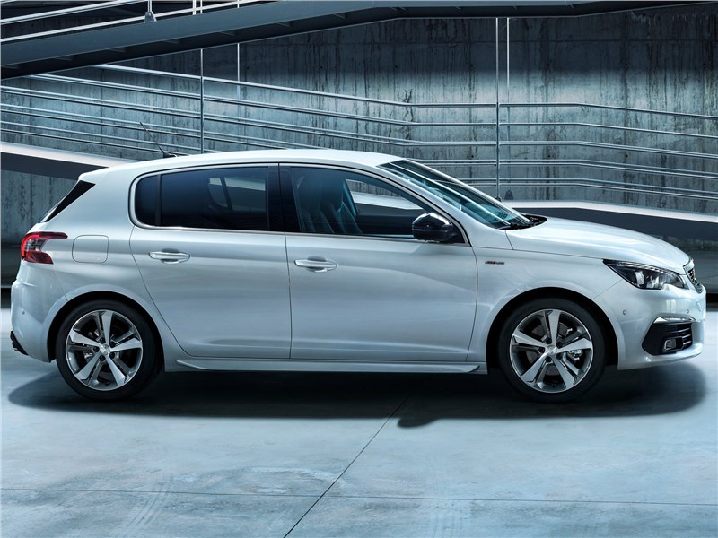 Peugeot 308 2018 вид сбоку