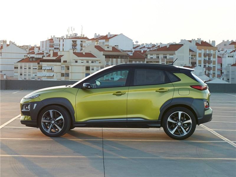Hyundai Kona 2018 вид сбоку