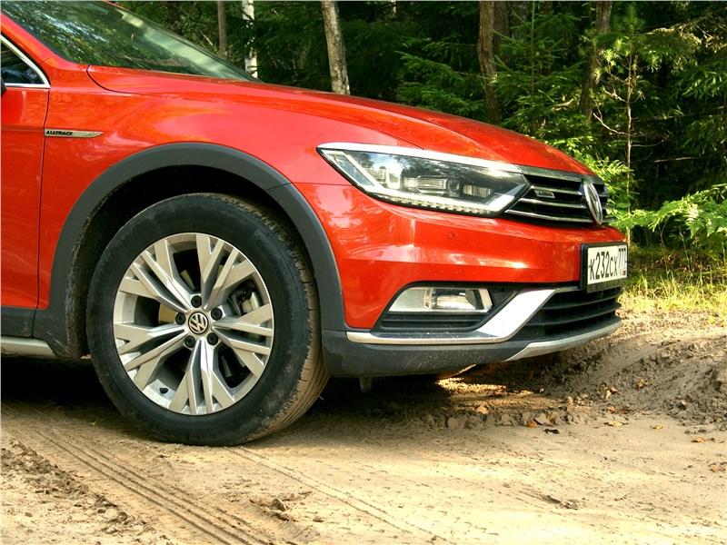 Volkswagen Passat Alltrack 2016 просвет под передним бампером