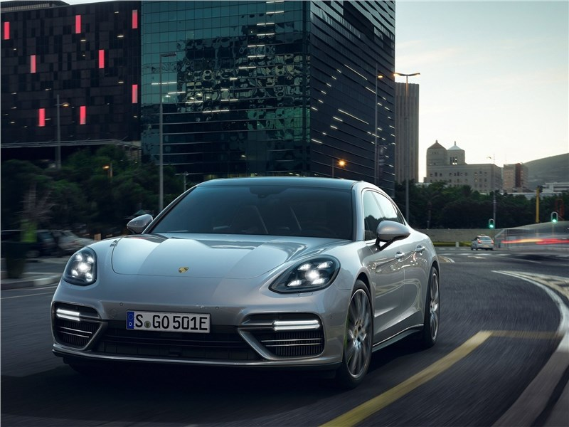 Porsche Panamera Turbo S E-Hybrid 2018 вид спереди