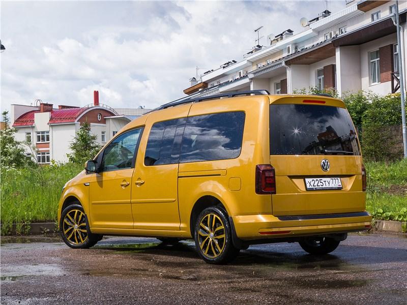 Volkswagen Caddy Family Maxi 2016 вид сзади