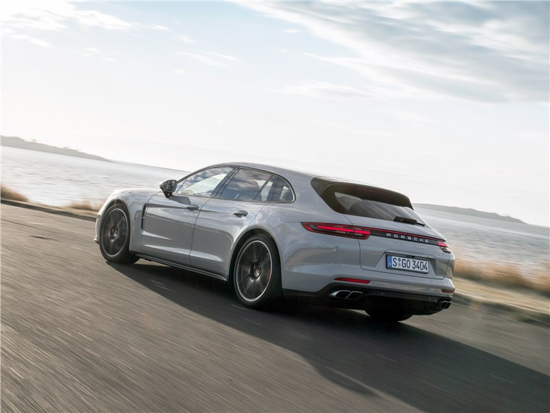 Porsche Panamera Sport Turismo 2018 вид сзади