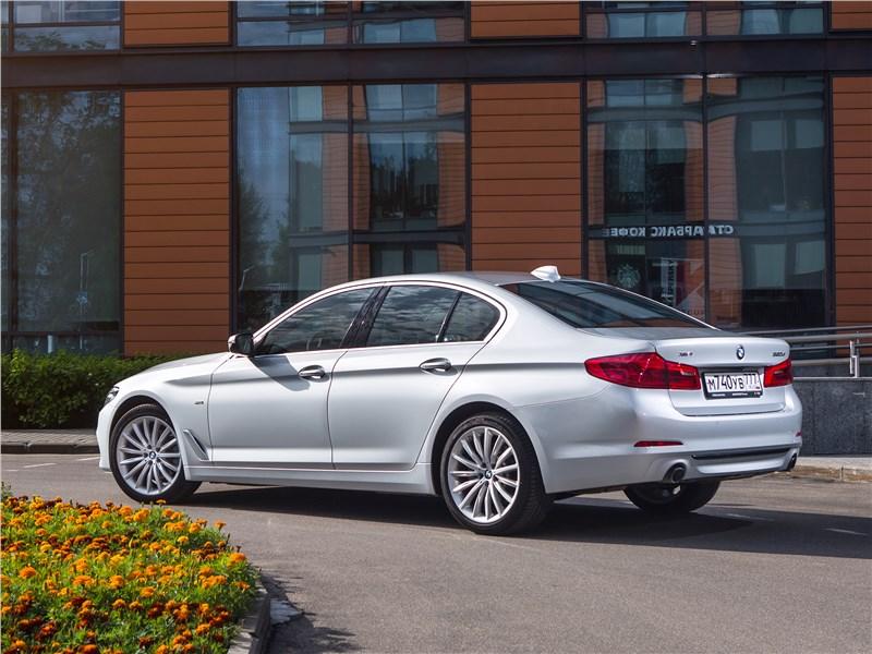 BMW 520d xDrive 2017 вид сзади