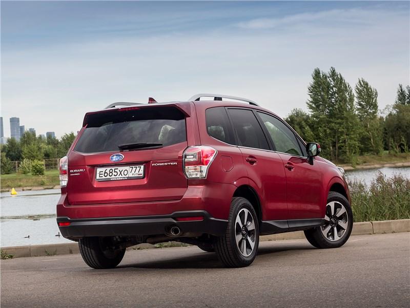 Subaru Forester 2016 вид сзади