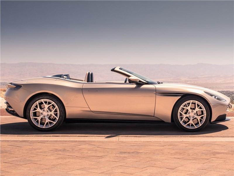 Aston Martin DB11 Volante 2019 вид сбоку