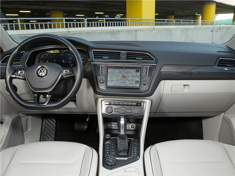 Volkswagen Tiguan 2017 салон