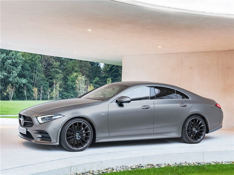 Mercedes-Benz CLS 2019 вид сбоку спереди