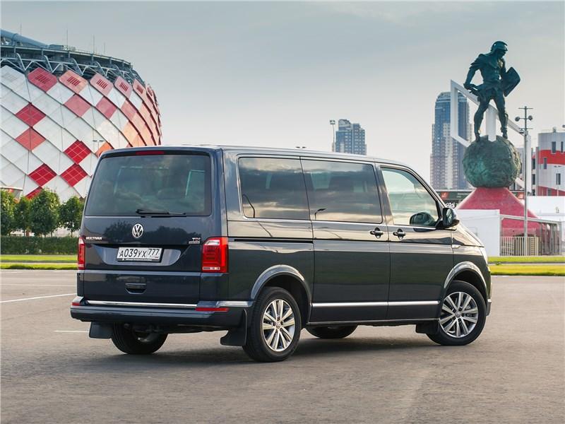 Volkswagen Multivan Highline вид сзади