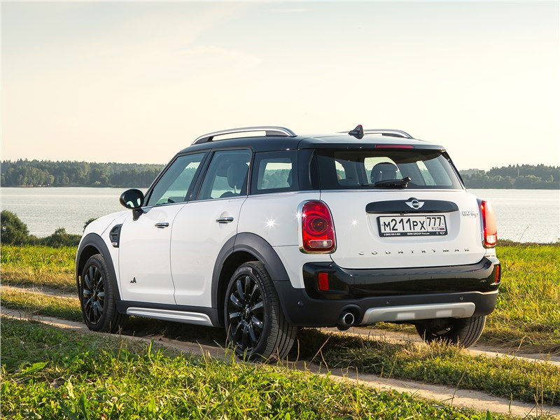 MINI Countryman D 2017 вид сзади