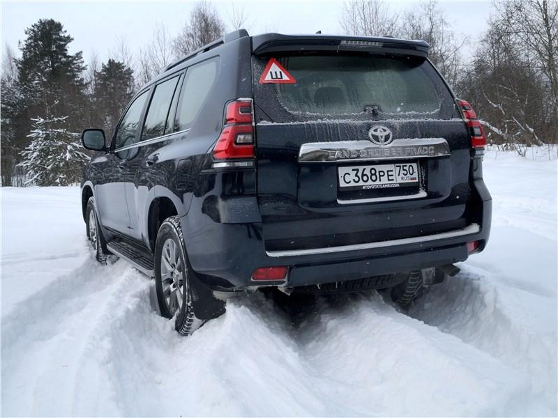 Toyota Land Cruiser Prado 2017 вид сзади