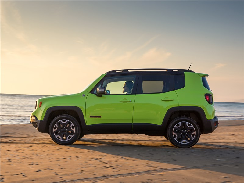 Jeep Renegade Trailhawk 2015 вид сбоку