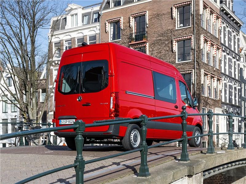 Mercedes-Benz Sprinter 2018 вид сбоку сзади