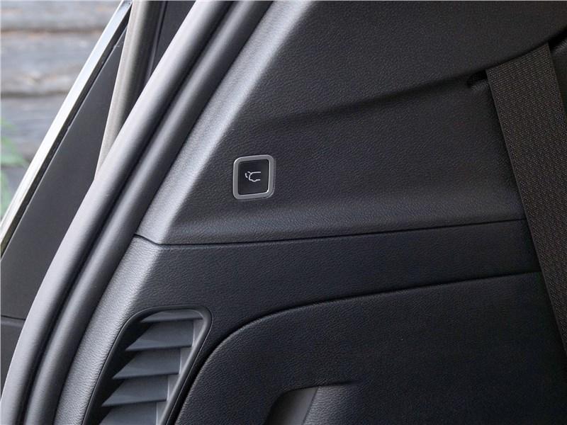 Chrysler Pacifica 2017 пятая дверь