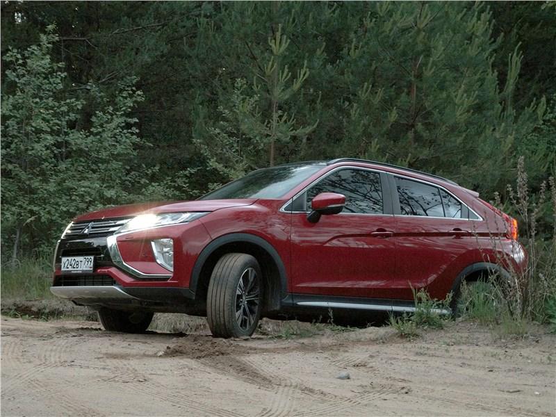 Mitsubishi Eclipse Cross 2018 в лесу