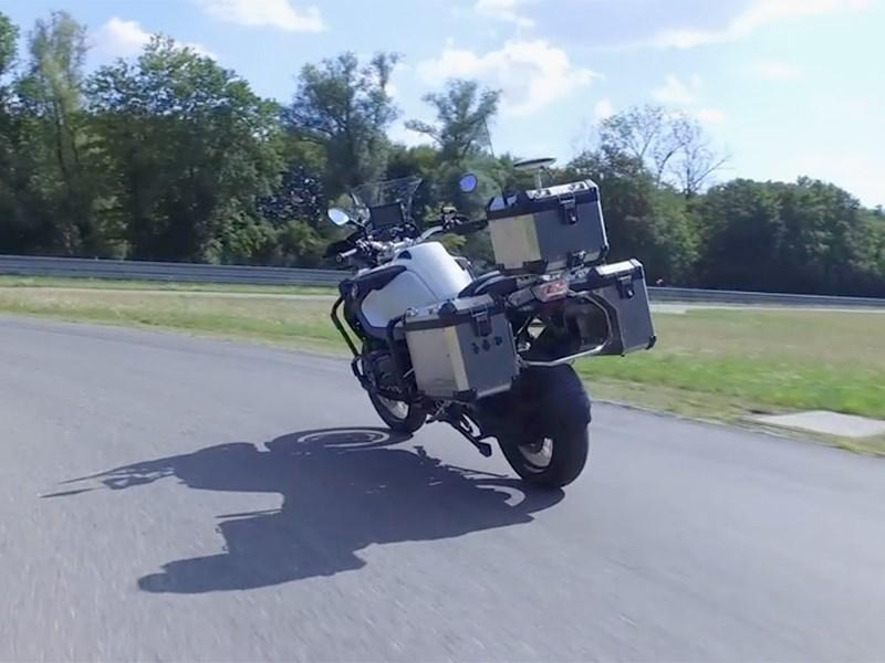 А вот и беспилотный… мотоцикл