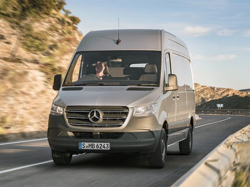 Benz назвал цены на новейшую версию Sprinter для РФ
