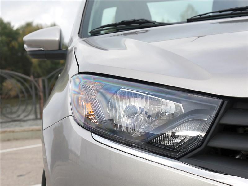Lada Granta 2019 передняя фара