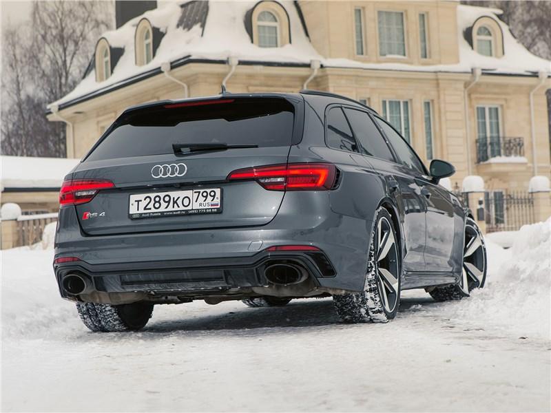 Audi RS4 Avant 2018 вид сзади