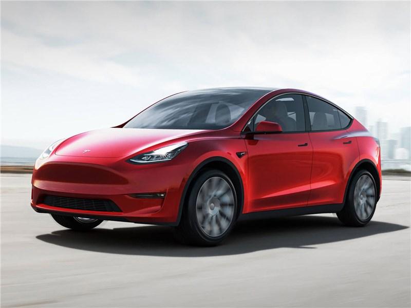 Tesla Model Y 2021 вид спереди