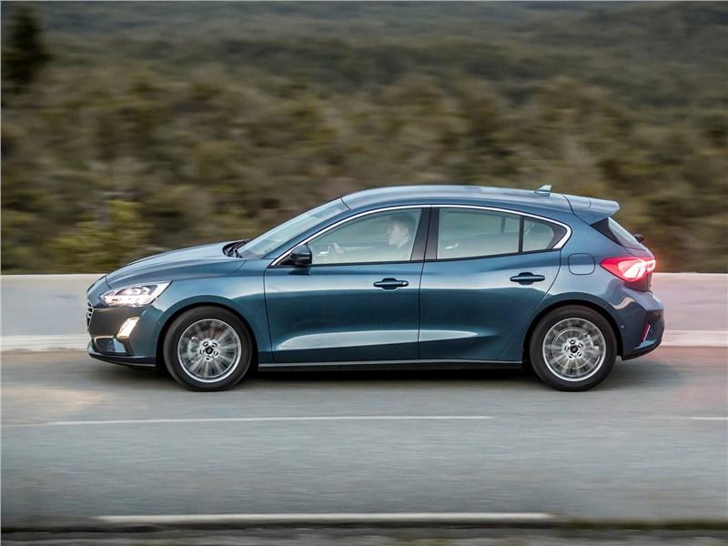 Ford Focus 2019 вид сбоку