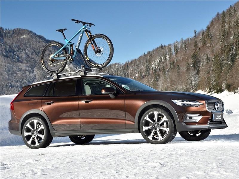 Volvo V60 Cross Country 2019 вид сбоку