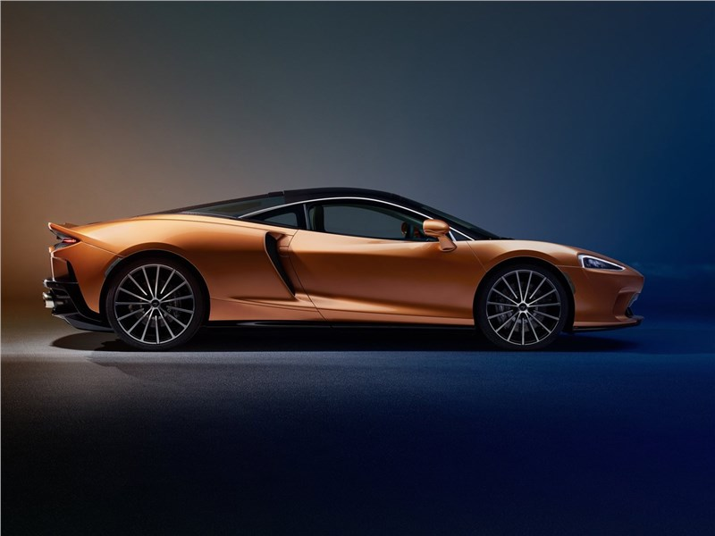McLaren GT 2020 вид сбоку